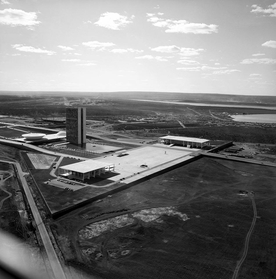 Vista aérea da Praça dos Três Poderes. Brasília, 1960. Foto: Marcel Gautherot/IMS