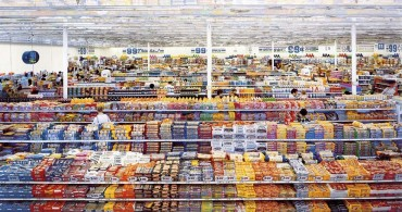Andreas-Gursky-99-Cent-II-Diptychon-2001