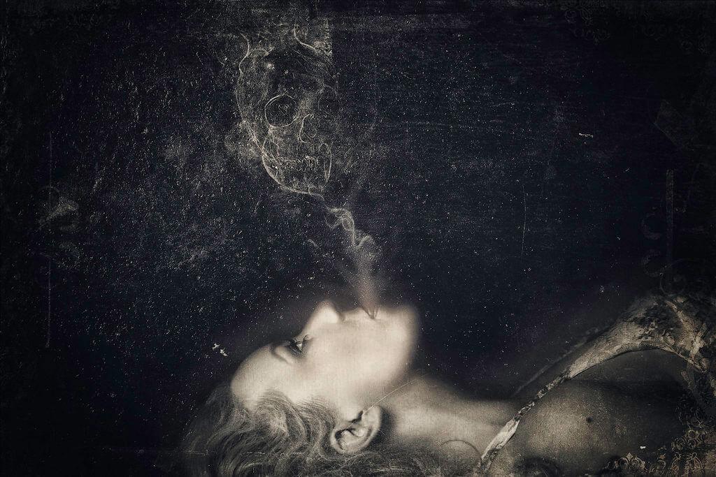 Heather Graves - Projeto- Darkness is here- Auto-retrato